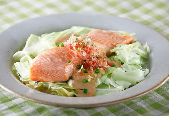 銀鮭とキャベツの味噌ヨーグルト蒸し